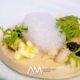 """""""Velouté"""" tíbia de galera amb anguila fumada, brioix d'algues, poma verda, i caviar d'arengada"""
